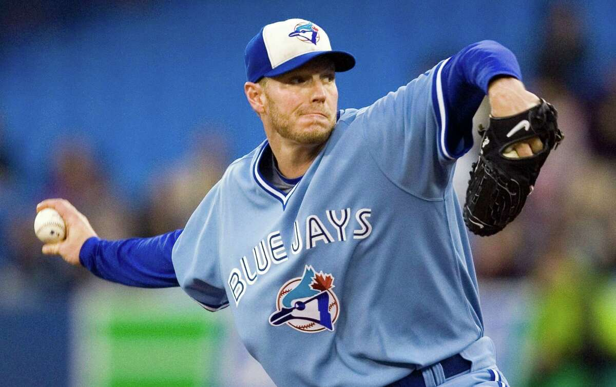 FILE PHOTO: Toronto Blue Jays starting pitcher Roy Halladay throws against the Seattle Mariners during first-inning AL baseball game action in Toronto, Friday, Sept. 25, 2009. Federal aviation investigators say retired star pitcher Roy Halladay performed steep turns and flew feet above the water in his small plane moments before his fatal crash two weeks ago.