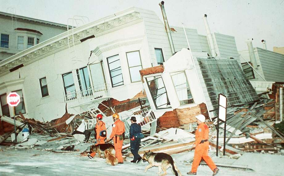 STARTING HOUSE SEARCHES - Rescue dogs are brought into position to begin searches of destroyed houses in the Marina district of San Francisco, Wednesday morning, October 18, 1989, after a strong earthquake caused widespread damage. (AP-Photo/stf/str/- 10/18/1989 -)