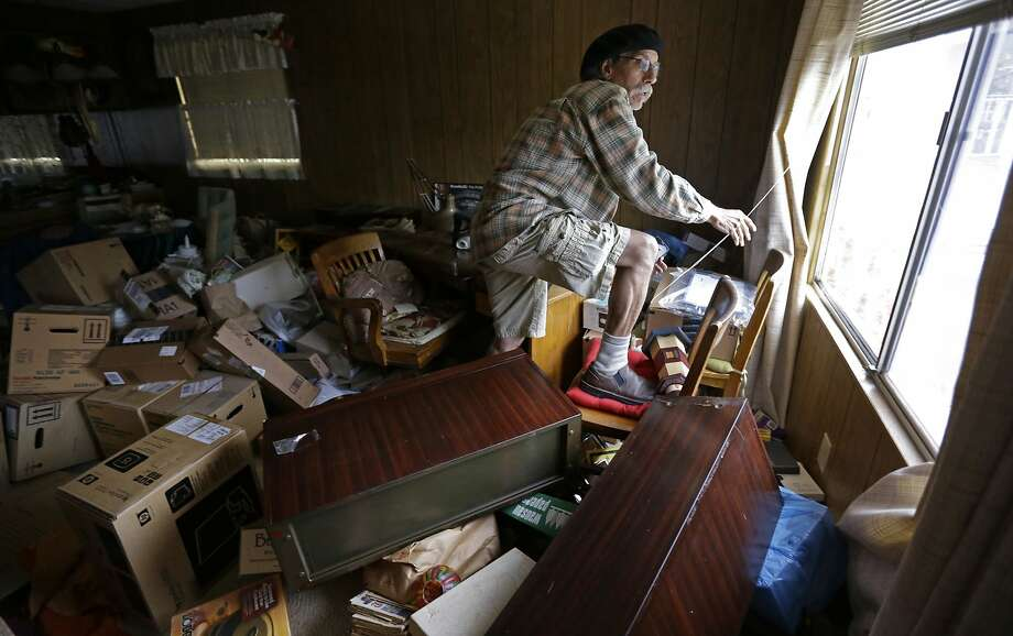 Steve Brody inspects damage to the interior of his mobile home after an earthquake Sunday, Aug. 24, 2014, at the Napa Valley Mobile Home Park, in Napa, Calif. New earthquake-insurance rules are raising renters' deductibles. Photo: Ben Margot, Associated Press