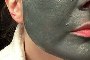 The mask goes on very a very dark charcoal. Wait 10 to 15 minutes (it will start to dry to gray) and then wash it off.