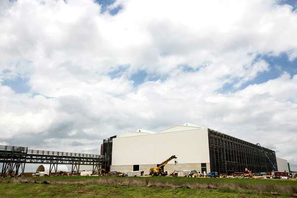 Tenaris spending $1 8 billion on pipe plant amid oil slump