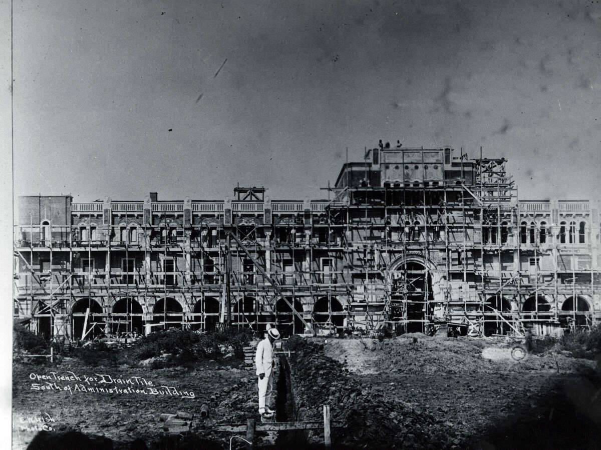 UNDATED - Construction of the Rice University Administration Building.