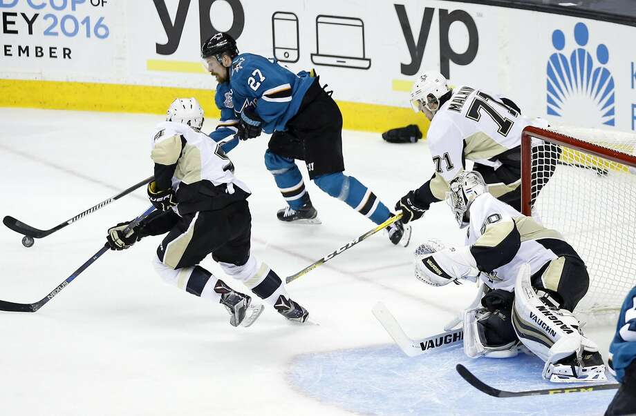 San Jose Sharks' Joonas Donskoi skates before scoring his game-winning goal in overtime of 3-2 win over Pittsburgh Penguins in Game 3 of NHL Stanley Cup Final at SAP Center in San Jose, Calif., on Saturday, June 4, 2016. Photo: Scott Strazzante, The Chronicle