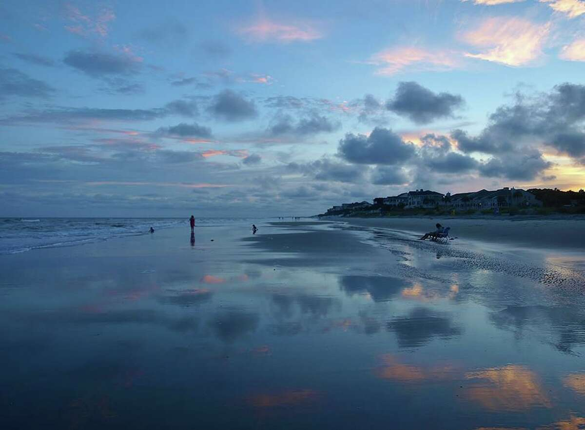 13. Isle of Palms, South Carolina Attractions: Tropical/southern vibe, sunsets, dolphins, Palm Boulevard Source: topvaluereviews.net