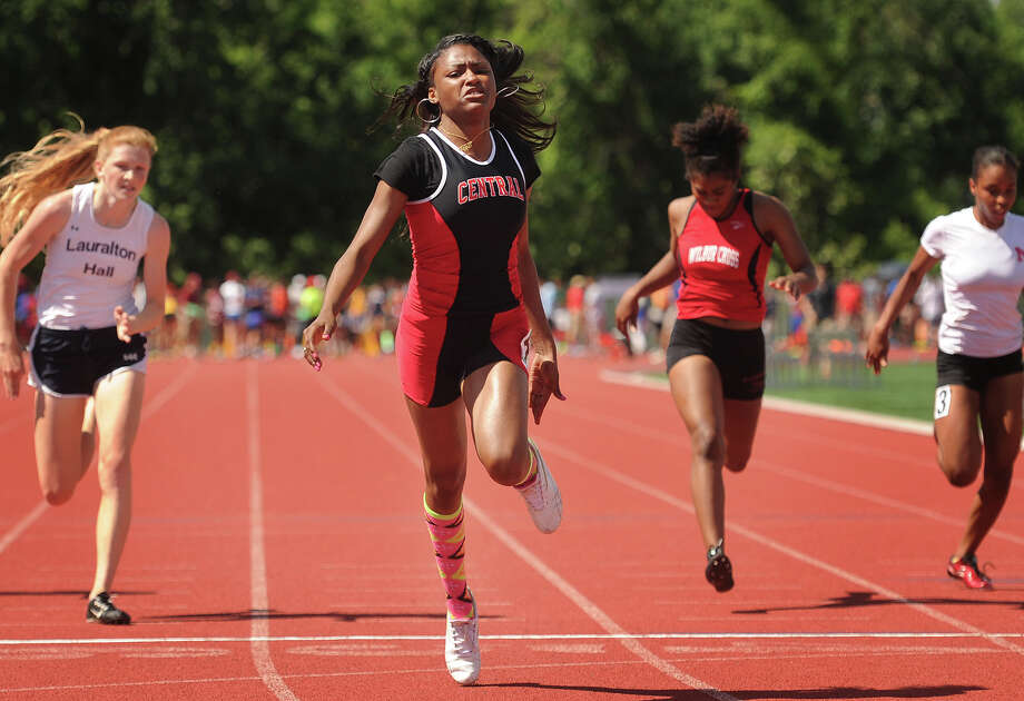Bridgeport Central's Kanajzae Brown races to victory in the 100 meters at the State Open track championships at New Britain Stadium in New Britain, Conn. on Monday, June 6, 2016. Photo: Brian A. Pounds / Hearst Connecticut Media / Connecticut Post