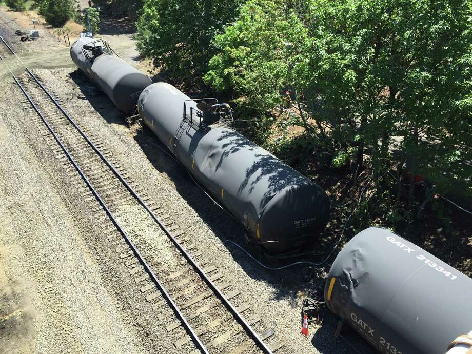 railroad cites broken bolt as cause of fiery oregon