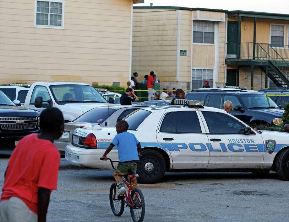 3 people found dead at SE Houston apartment - Houston Chronicle