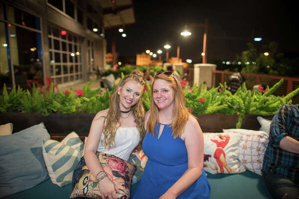 San Antonio's rooftop lounge Paramour set a posh scene for guests who kicked off the week with summer cocktails, grooves from Southtown Vinyl and a spectacular sunset on June 6, 2016.