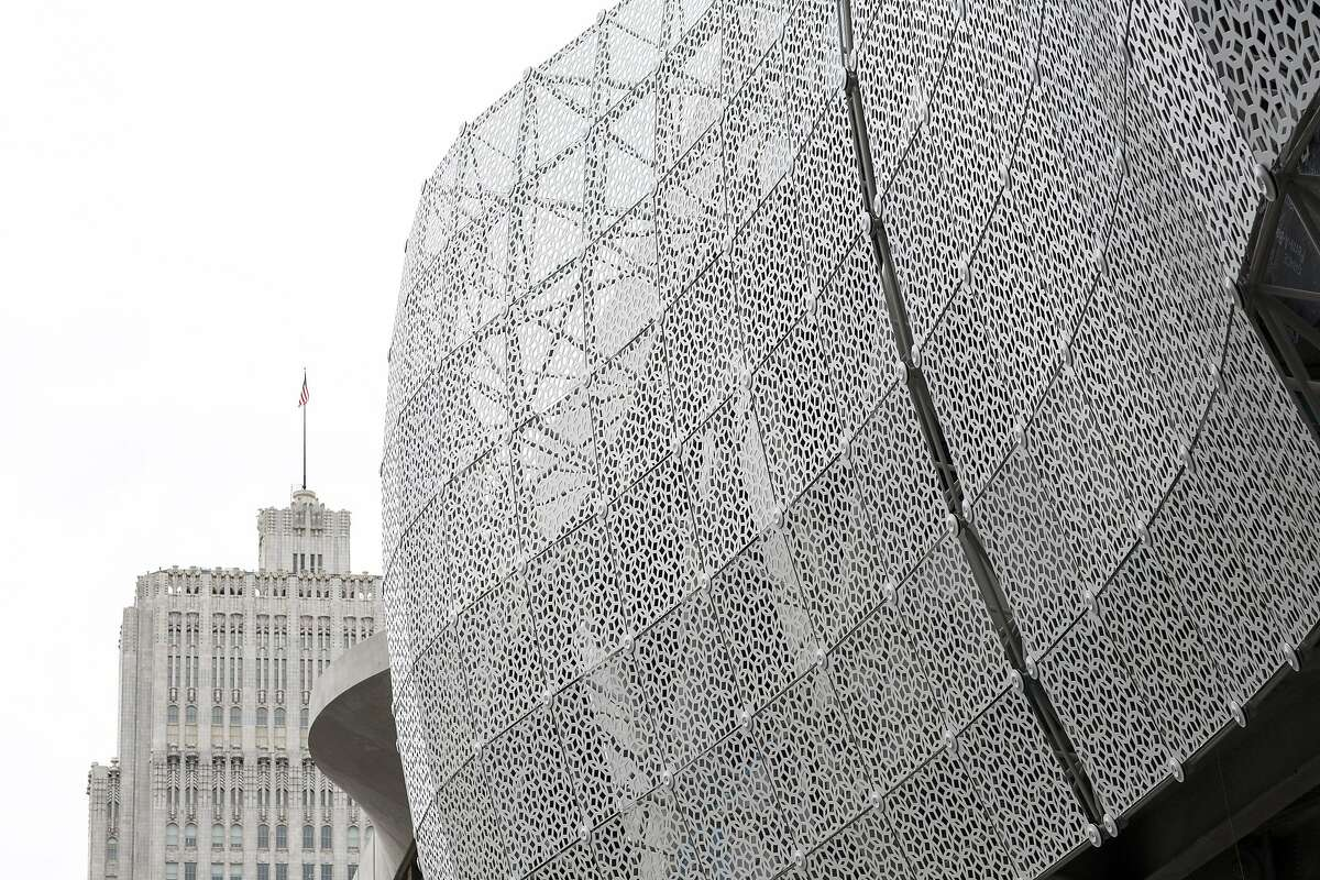 A screen on the outside of the Transbay Transit Center.