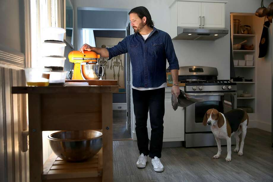 William Werner of Craftsman and Wolves makes his Tomato Tart in his S.F. home as his French hound, Belle, observes. Photo: Liz Hafalia, The Chronicle