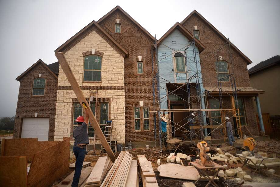 M/I Homes is one of the builders at work on new homes in Lakes at Creekside subdivision in Tomball. Photo: Jerry Baker, Freelance