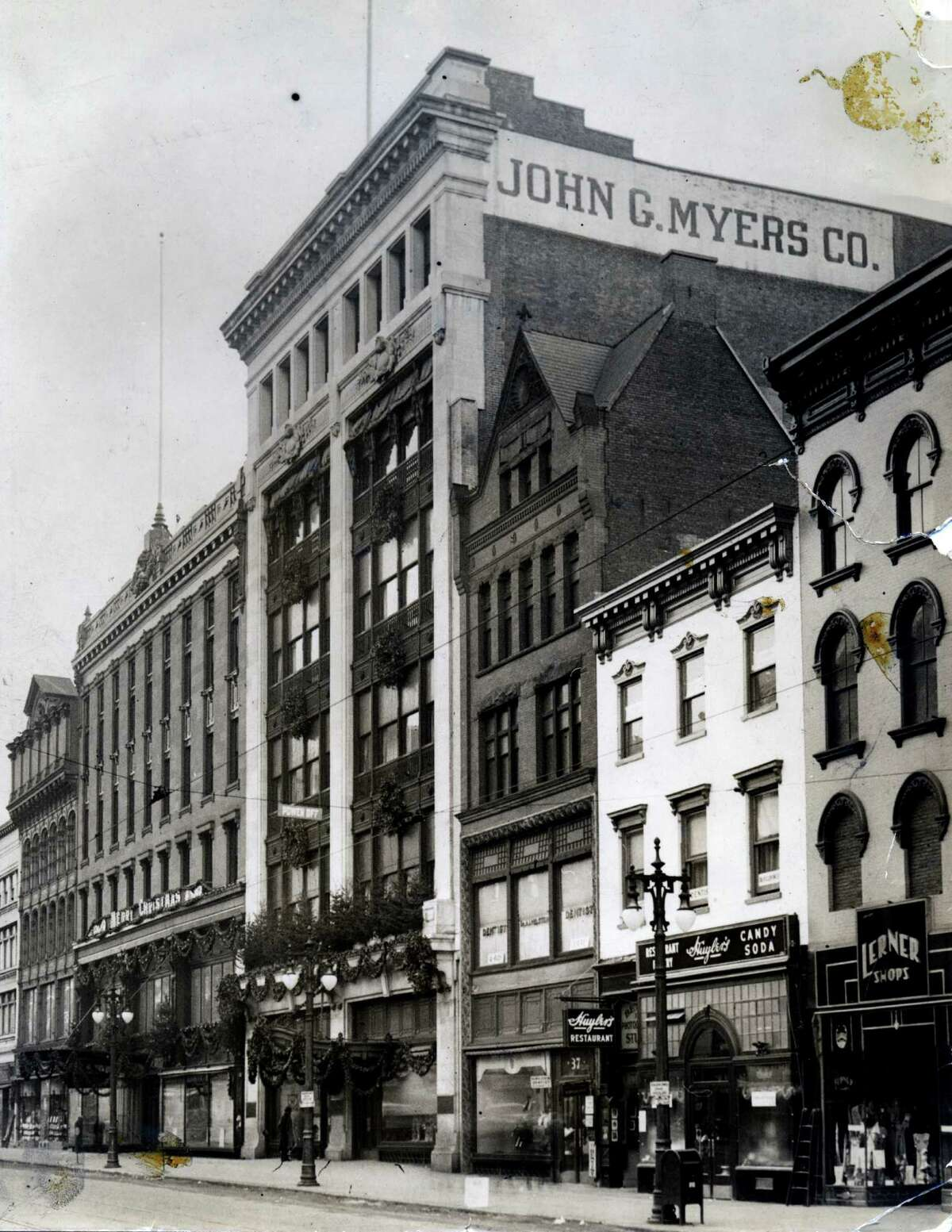 John G. Myers Co. department store circa Dec. 26, 1933, on North Pear St. in Albany. (Times Union archive) ORG XMIT: MER2014100114513464