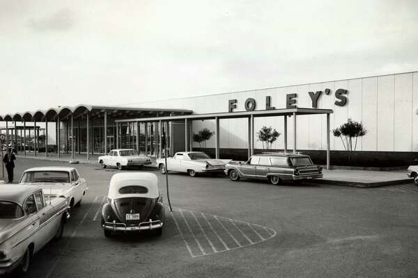 Pasadena Foley's, opened August 1962 at Minerva and Southmore streets. Photo from Oct. 1966.