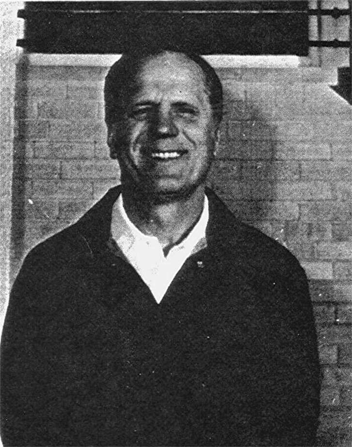 Gil Bartosh, a legendary high school football player and coach, died at 86.