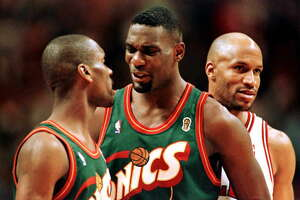 CHICAGO, IL - JUNE 7:  Chicago Bulls guard Ron Harper (R) smiles as Seattle SuperSonics guard Gary Payton (L) and forward Shawn Kemp have words 7 June late in the fourth quarter of game two of the NBA Finals at the United Center in Chicago. The Bulls won the game 92-88 to take a 2-0 lead in the series.  (Photo credit should read BRIAN BAHR/AFP/Getty Images)