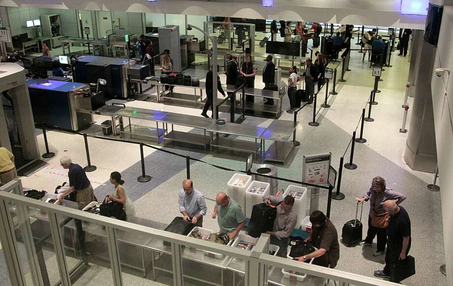 Passenger wait in a Transportation Security Administration (TSA) screening line at George Bush Intercontinental Airport Wednesday, June 1, 2016, in Houston.  ( James Nielsen / Houston Chronicle ) Photo: James Nielsen, Staff / © 2016  Houston Chronicle