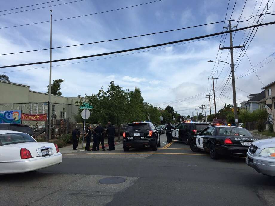 Police swarmed a North Oakland neighborhood Wednesday morning after a suspected kidnapping. Photo: Evan Sernoffsky / The Chronicle