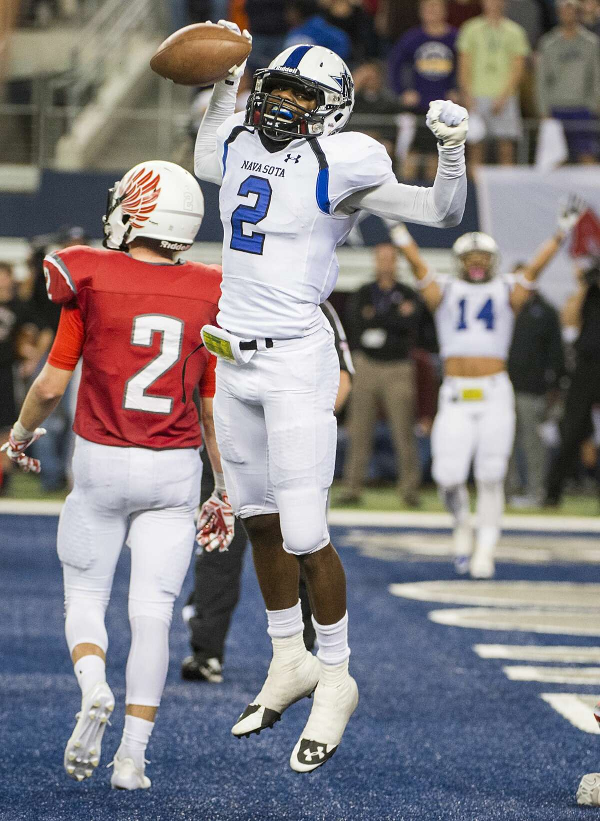 Navasota wide receiver Tren'Davian Dickson (2) celebrates after scoring a touchdown during the second half of the Class 4A Division I state football title game against Argyle at AT&T Stadium Friday, Dec. 19, 2014, in Arlington. ( Smiley N. Pool / Houston Chronicle )