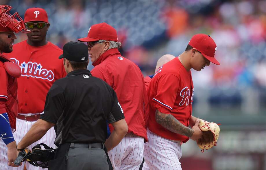 PHILADELPHIA, PA - JUNE 08: Starting pitcher Vince Velasquez #28 of the Philadelphia Phillies leaves the game with an injury after a few pitches in the first inning against the Chicago Cubs at Citizens Bank Park on June 8, 2016 in Philadelphia, Pennsylvania. (Photo by Drew Hallowell/Getty Images)
