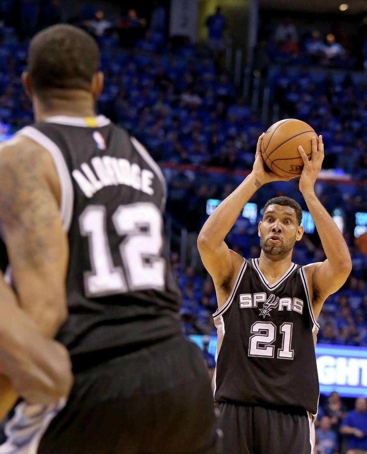 Spurs' Tim Duncan looks to pass to LaMarcus Aldridge during first half action of Game 6 in the Western Conference semifinals against the Oklahoma City Thunder on May 12, 2016 at Chesapeake Energy Arena.