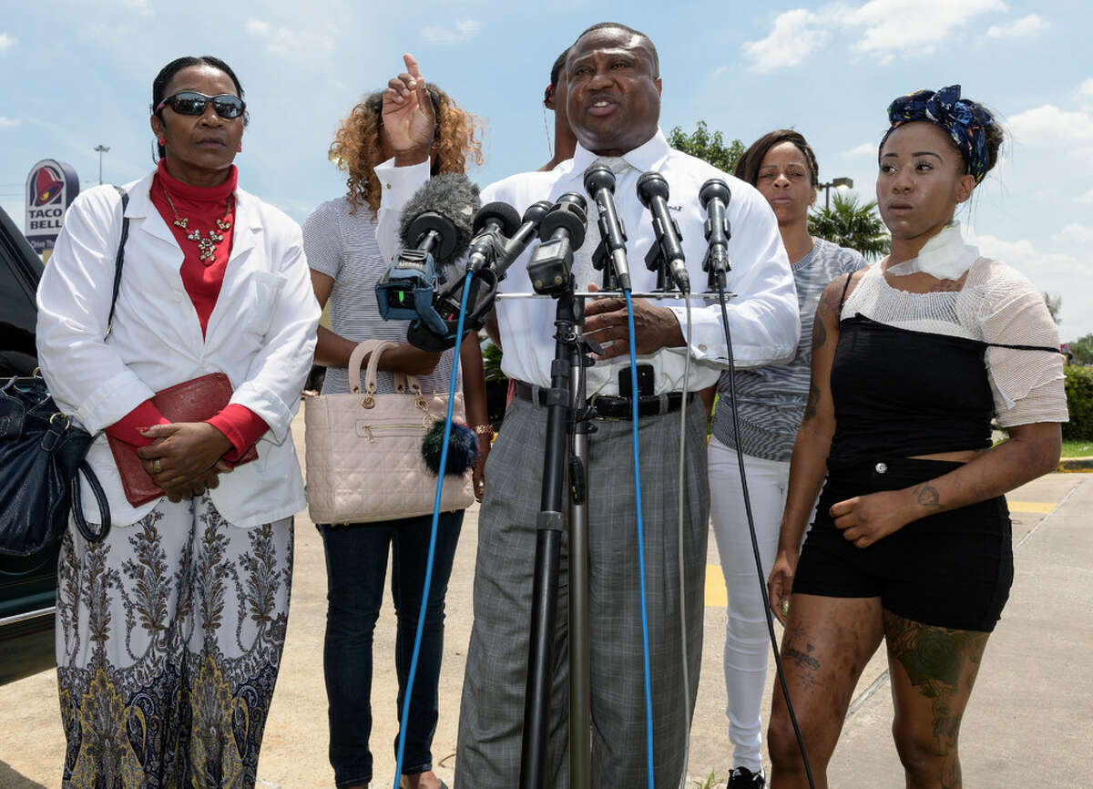Haronisha Alexander addresses reporters with her family and Quanell X Wednesday, June 8, 2016at the 3155 S. Loop Freeway Taco Bell in southwest Houston. Alexander alleges Taco Bell employees threw hot cooking grease at her and boyfriend Johnson Moore during multiple fights on June 1, 2016.