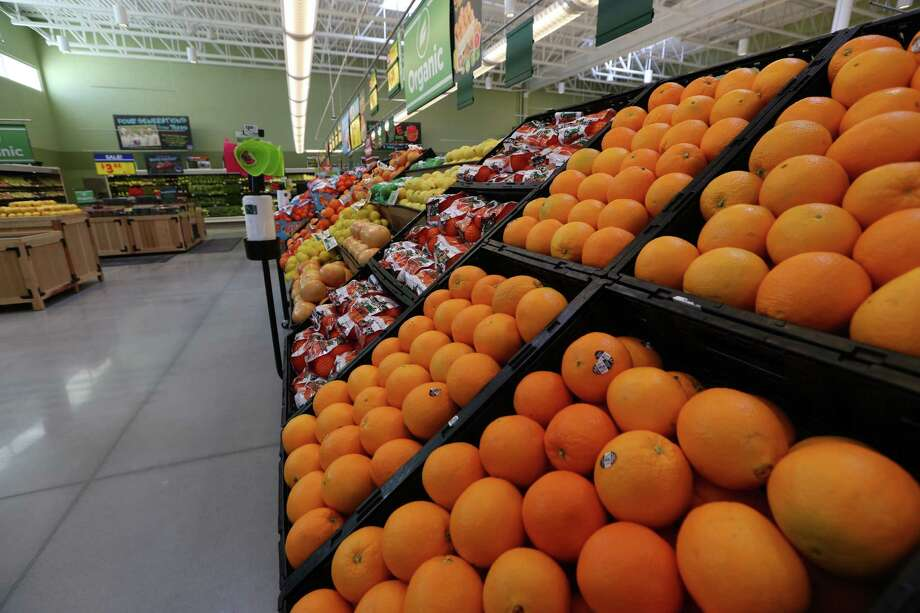 City officials in Laredo worry that downtown residents and workers will cease to have access to fresh food and groceries if H-E-B goes through with plans to shutter its 35,000-square-foot store in downtown Laredo on June 26. Photo: Houston Chronicle File Photo / © 2016 Houston Chronicle