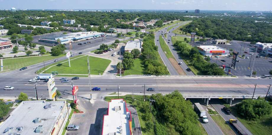 The intersection at Harry Wurzbach Road and Austin Highway is a frustrating one for drivers because there is no direct way to get from one road to the other. Drivers resort to using various cut-throughs. Photo: William Luther /San Antonio Express-News / © 2016 San Antonio Express-News