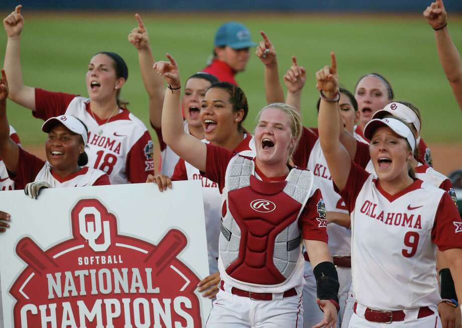 Oklahoma players cheer in unison after defeating Auburn 2-1 on Wednesday night to win the Women's College World Series. Photo: Sue Ogrocki, STF / AP2016