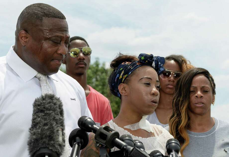 Haronisha Alexander addresses reporters after being interviewed by Houston Police at the Taco Bell at 3155 S. Loop Freeway. Photo: Wilf Thorne / © 2016 Houston Chronicle