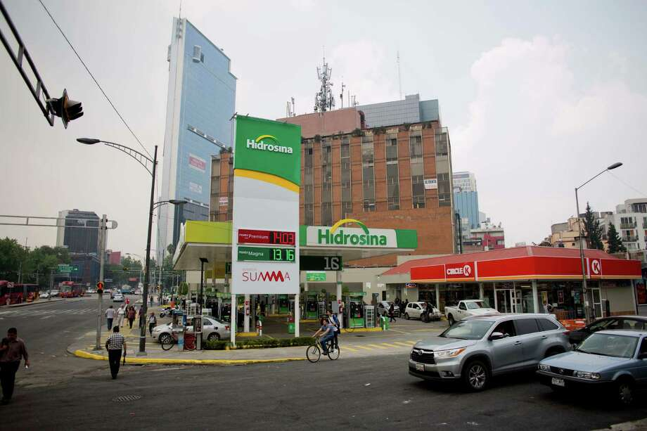 Hidrosina opened a re-branded Pemex gas station this week on one of the main avenues in Mexico City. Opening the retail sector to competition was part of energy reforms passed in 2014.  Photo: Eduardo Verdugo, STF / Copyright 2016 The Associated Press. All rights reserved. This material may not be published, broadcast, rewritten or redistribu