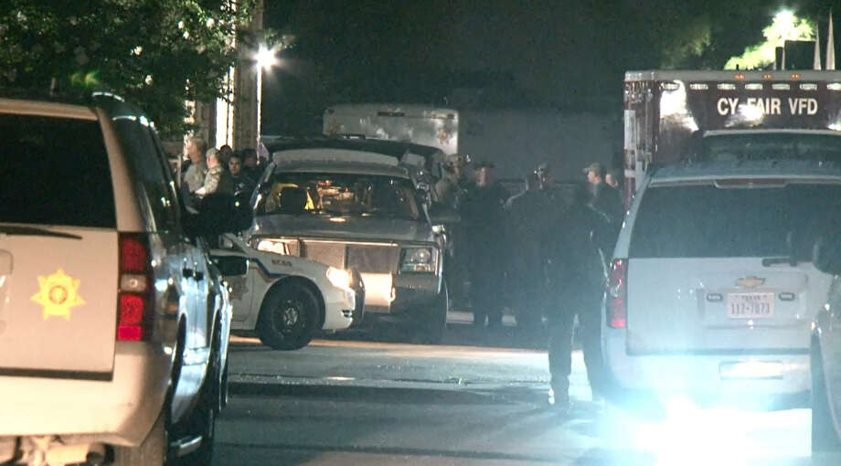 More details have been released after a 29-year-old man died Wednesday from an apparent self-inflicted gunshot wound after a standoff with police at an apartment complex in northwest Harris County on Wednesday, June 8, 2016. Photo: Metro Video