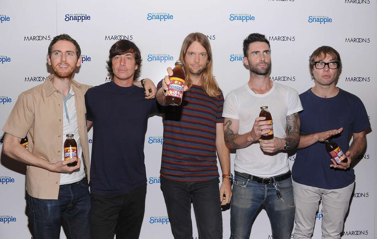 NEW YORK, NY - AUGUST 26: Musicians Matt Flynn, Jesse Carmichael, James Valentine, Adam Levine and Mickey Madden of the group Maroon 5 attend the Snapple Tea Will be Loved launch at the Hard Rock Cafe, Times Square on August 26, 2011 in New York City. (Photo by Dimitrios Kambouris/WireImage)