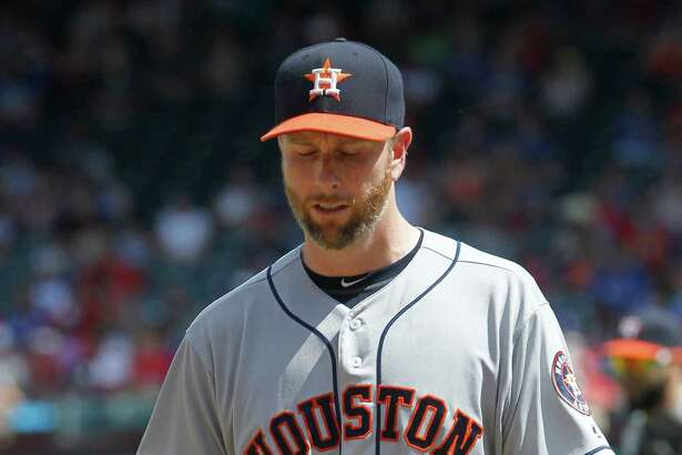 Houston Astros pitcher Scott Feldman walks off the field after the eighth inning of a baseball game against the Texas Rangers Thursday, June 9, 2016, in Arlington, Texas. Texas won 5-3. (AP Photo/Tim Sharp)
