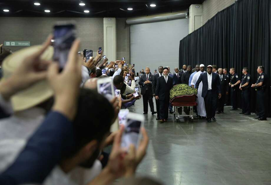 LOUISVILLE, KY - JUNE 09:  The casket of  Muhammad Ali arrives for an Islamic prayer service at the Kentucky Exposition Center on June 9, 2016 in Louisville, Kentucky. The service, called a Jenazah, was to be held for the four-time world heavyweight boxing champion, who died on June 3 at age 74, A procession and memorial service are scheduled for Friday.  (Photo by John Moore/Getty Images) ORG XMIT: 645872569 Photo: John Moore / 2016 Getty Images