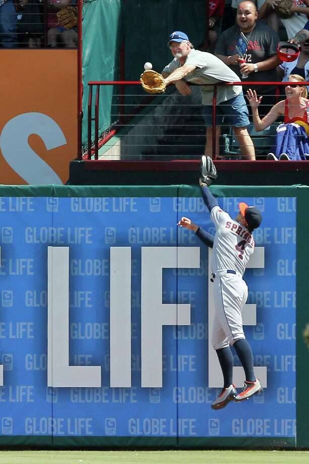If you read the signs, the Astros' hopes of a Thursday win were on life support even before the Rangers' Rougned Odor homers in the eighth inning just beyond the reach of Astros right fielder George Springer. Photo: Tim Sharp, FRE / FR62992 AP