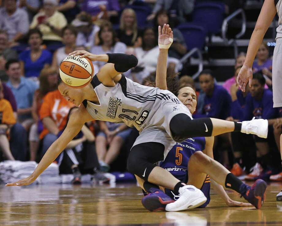 San Antonio Stars' Kayla McBride (21) and Phoenix Mercury's Sonja Petrovic collide during the first half of a WNBA basketball game Thursday, June 9, 2016, in Phoenix. (Patrick Breen/The Arizona Republic via AP) MANDATORY CREDIT Photo: Patrick Breen, MBO / Associated Press / The Arizona Republic