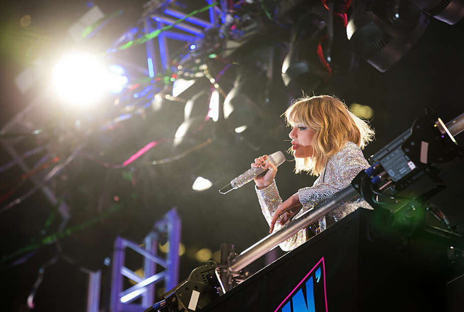 Taylor Swift performs in Times Square during New Year's Eve festivities in New York, Wednesday, Dec. 31, 2014. (AP Photo/Craig Ruttle)