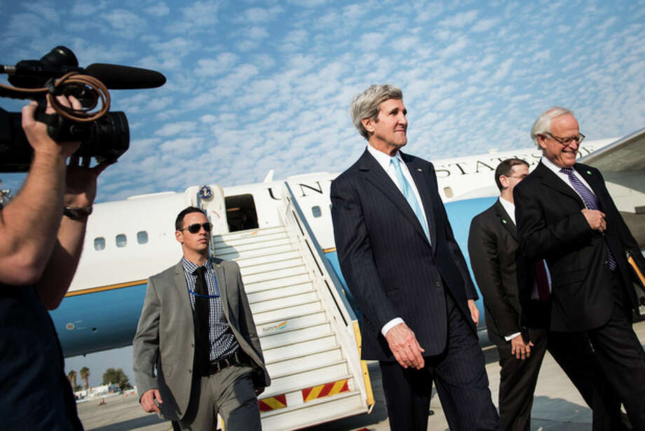 U.S. Secretary of State John Kerry arrives at Ben Gurion airport near Tel Aviv, Israel, Thursday, Jan. 2, 2014. Kerry arrived Thursday in Israel to broker Mideast peace talks that are entering a difficult phase aimed at reaching a two-state solution between the Israelis and Palestinians. (AP Photo/Brendan Smialowski, Pool) / POOL AFP
