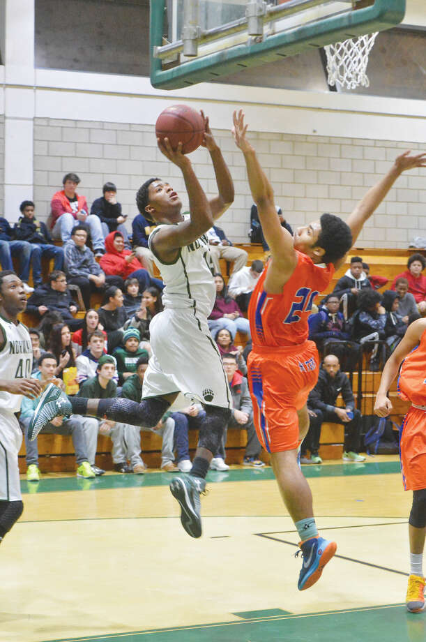 Hour Photo/Alex von Kleydorff Norwalks #15 Tyrique Langley shoots vs Danbury