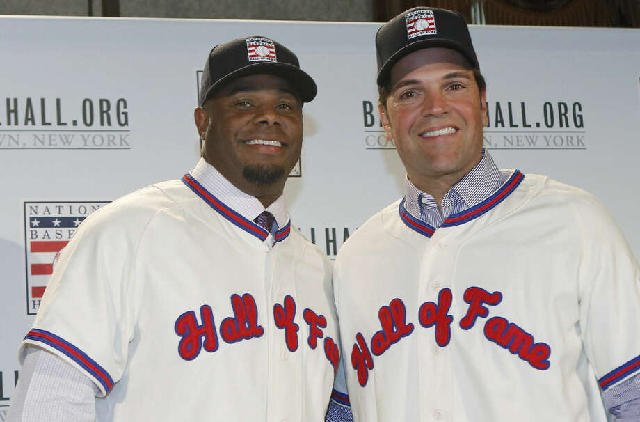 Ken Griffey Jr., left, poses for a photograph with Mike Piazza at a press conference announcing their election to baseball's Hall of Fame, Thursday, Jan. 7, 2016, in New York. Both men will be inducted into the Hall of Fame this summer. (AP Photo/Kathy Willens)