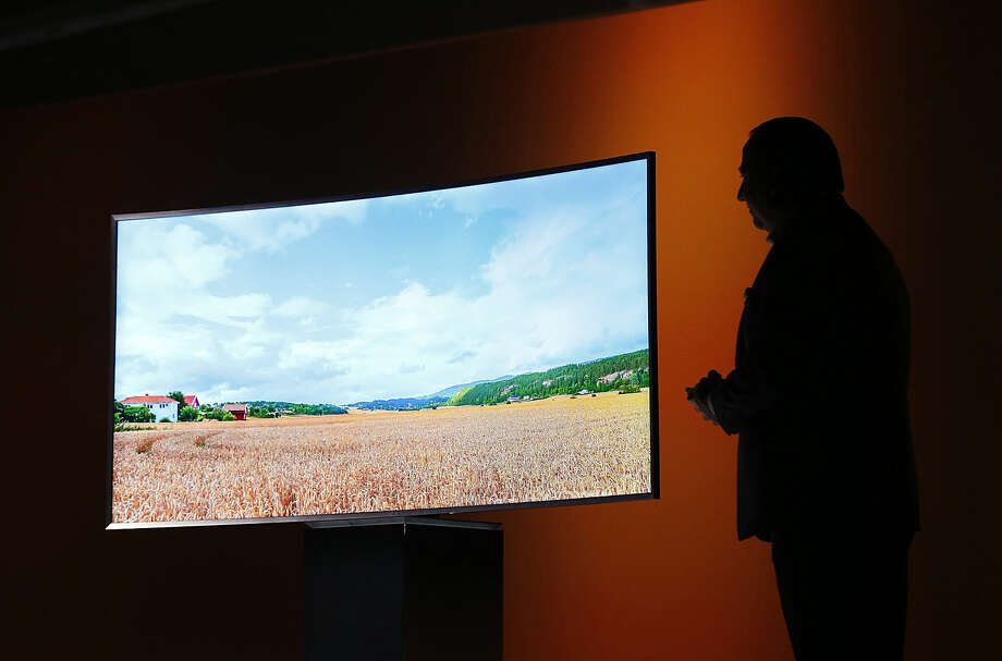 Joe Stinziano, executive vice president of Samsung Electronics America, introduces a Samsung SUHD 4K TV at a news conference Monday, Jan. 5, 2015, in Las Vegas. (AP Photo/John Locher)