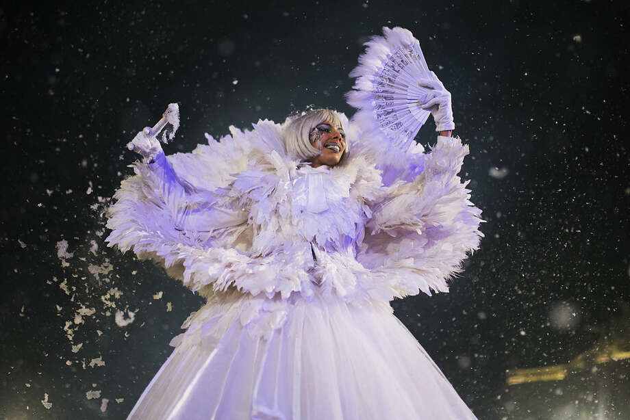 An actress performs during the 'Cabalgata de Reyes,' or the Three Wise Men parade in Madrid, Monday, Jan. 5, 2015. The traditional parade marks the eve of the Epiphany, a Christian holiday celebrating the story of the three wise men believed to have followed a bright star to offer gifts of gold, frankincense and myrrh to the newborn Jesus in Bethlehem. (AP Photo/Andres Kudacki)