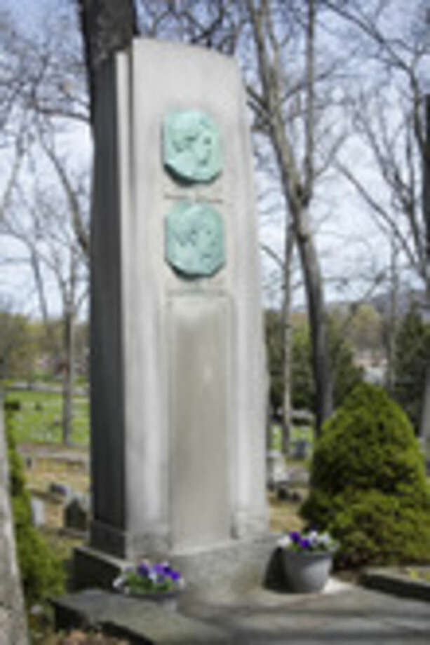This April 24, 2010 photo shows the grave marker with the plaques of both Mark Twain and Ossip Gabrilowitsch at Woodlawn Cemetery in Elmira, N.Y. Police are investigating the theft of the plaque from Mark Twain's gravesite. (AP Photo/The Star-Gazette, Jason Whong)