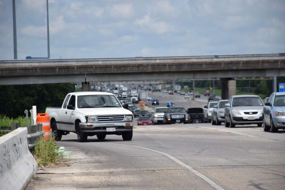 An investigation of a crime scene has led to a large traffic jam on the West Side as police have shut down eastbound lanes of Highway 90. Photo: By Mark D. Wilson, Express-News
