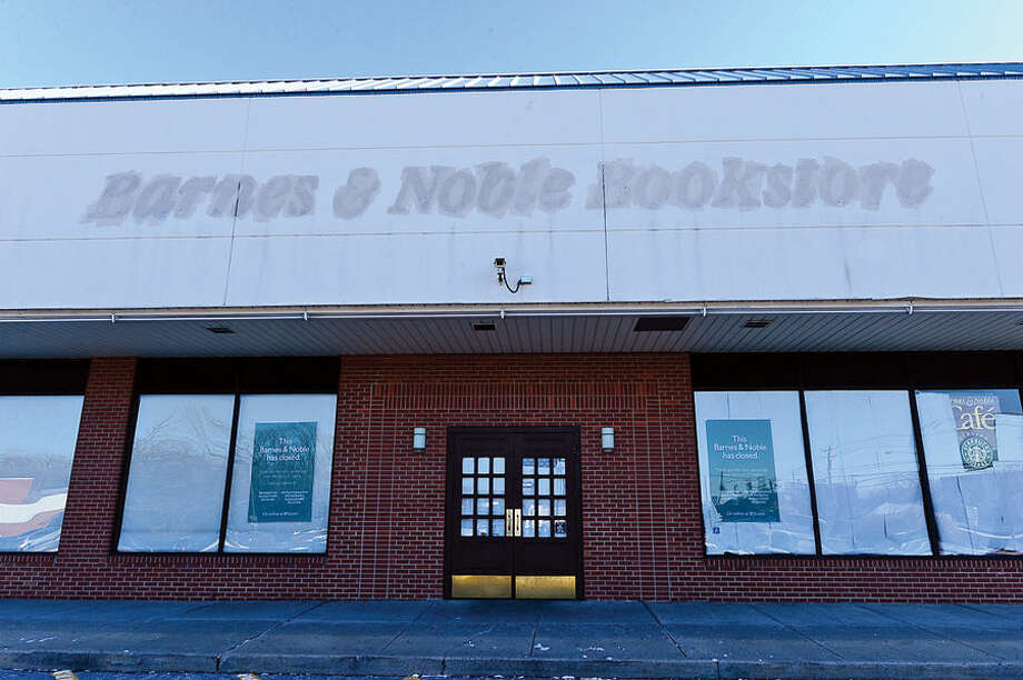Hour photo / Erik Trautmann The Barnes and Noble bookstore location on Connecticut Ave in Norwalk is closed after 21 years.
