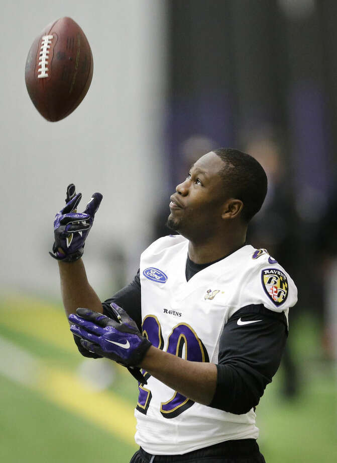 Baltimore Ravens running back Justin Forsett tosses a ball in the air during an NFL football practice, Tuesday, Jan. 6, 2015, in Owings Mills, Md. The Ravens will travel to New England for a divisional playoff game against the Patriots on Saturday, Jan. 10. (AP Photo/Patrick Semansky)
