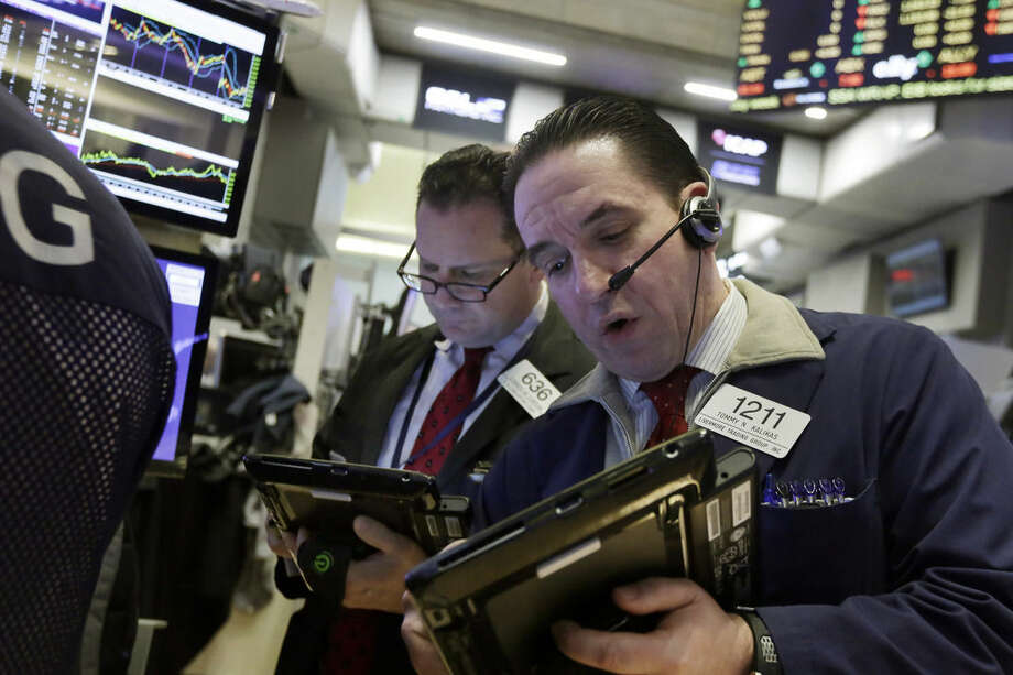Traders Edward Curran, left, and Tommy Kalikas work on the floor of the New York Stock Exchange, Tuesday, Jan. 19, 2016. U.S. stocks are opening higher, led by gains in banks and technology companies. (AP Photo/Richard Drew)