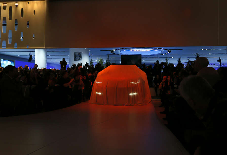 The Lincoln MKX debuts at media previews for the North American International Auto Show in Detroit Tuesday, Jan. 13, 2015. (AP Photo/Paul Sancya)