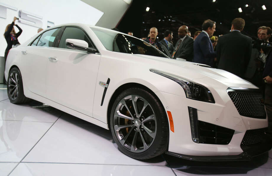 A scrum surrounds GM executives for questions following the formal introduction of the 2016 Cadillac CTS-V at the North American International Auto Show on Tuesday, Jan. 13, 2015, in Detroit. (AP Photo/Detroit Free Press, Regina H. Boone) DETROIT NEWS OUT; NO SALES