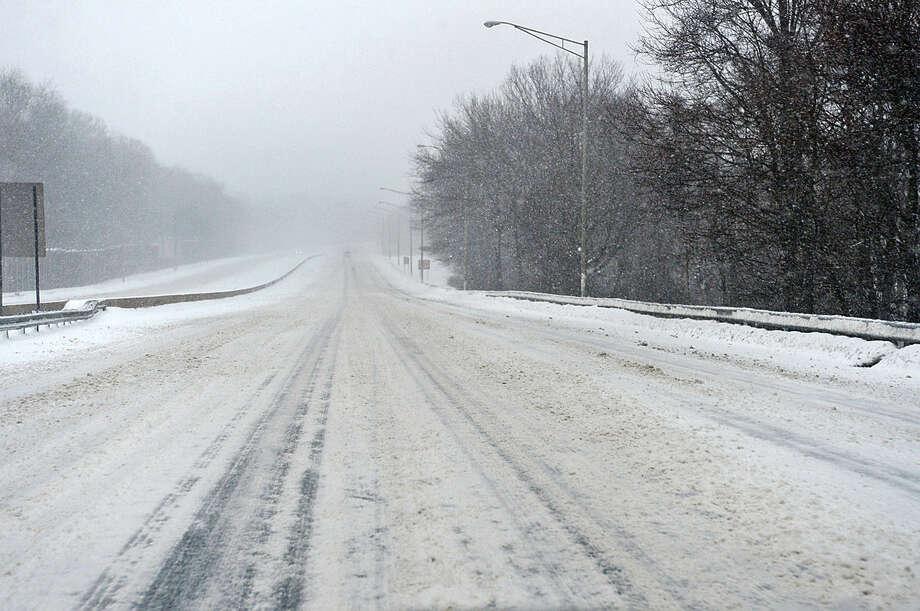 Hour photo / Erik Trautmann Little traffic on I-95 during Snowstorm Jonas on Saturday afternoon.